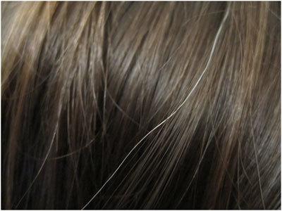 Rambut beruban yang ketara tanpa perlu diselak