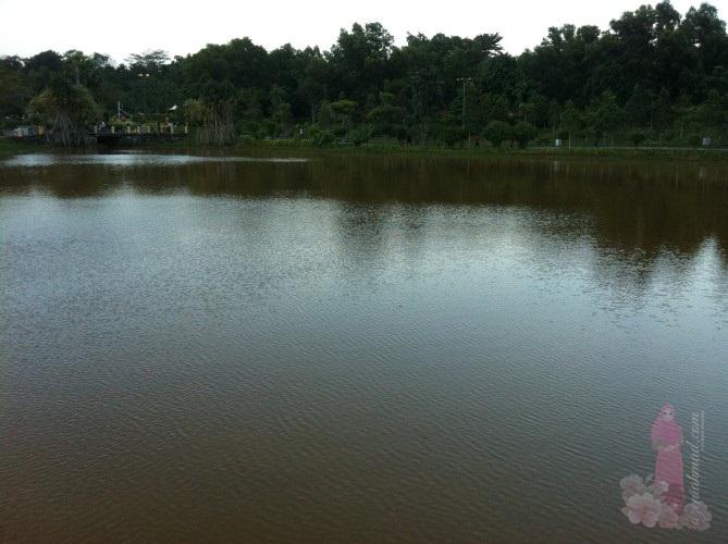 Tasik di Taman Riang Ria Seksyen 8 Kota Damansara